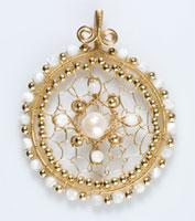 Golden Medallion Pendant, DVD 3