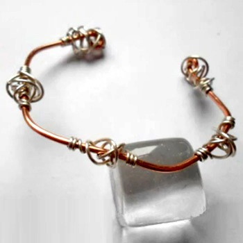 O So Simple Bangle with Spiral Knots