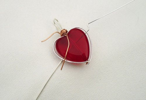 Marty Blu's My Valentine Heart Pendant - , Contemporary Wire Jewelry, Wire Wrapping, Wrapping, Wire Wrapping Jewelry, Meeting the wires on the frame.