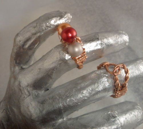 Brenda Sigafoos's Copper Knot Ring - , Contemporary Wire Jewelry, Wire Wrapping, Wrapping, Wire Wrapping Jewelry, Using rawhide mallet on the ring to form.