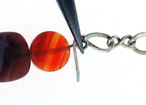 Dale Armstrong's Easy Agate Anklet - , Contemporary Wire Jewelry, Loops, Wire Loop, Wrapped Wire Loop, Adding loop to the opposite end of the bead combination.