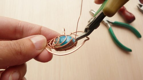 Oksana Truhan's Wire Bird Pendant with Cabochon - , Contemporary Wire Jewelry, Filing, Finishing, Lashing, Wire Lashing, Spirals, Wire Spiral, Spiral Wire Wrap, Weaving, Wire Weaving, Weaving Wire, Butane Torch, Soldering, Solder, weave the 28g wire