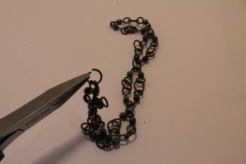 Judy Freyer Thompson's Beaded Steel Wire Chain  - , Contemporary Wire Jewelry, Making Chain, Chain Making , connect the ends