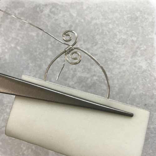 Kristal Wick's Crystal Waterfall Pendant - , Contemporary Wire Jewelry, Loops, Wire Loop, Wrapped Wire Loop, Texturing, Wire Wrapping, Wrapping, Wire Wrapping Jewelry, use a third hand