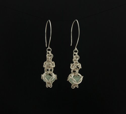 Inverted round maille temple earrings