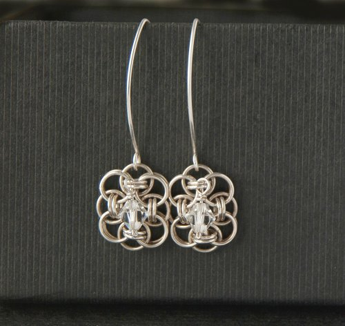 Kylie Jones's Sterling silver chain maille bridal earrings, Chain Maille Jewelry. Making Chain, Chain Making . This chain maille weave is called helm chain.