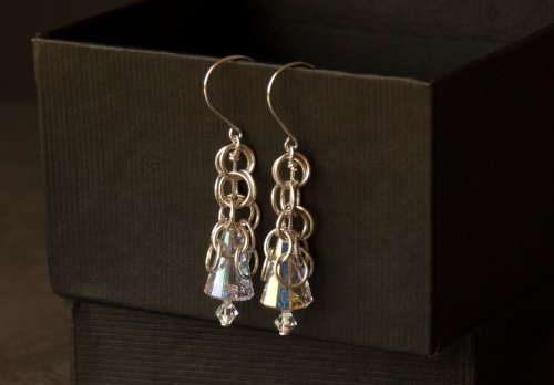 Long crystal round maille earrings