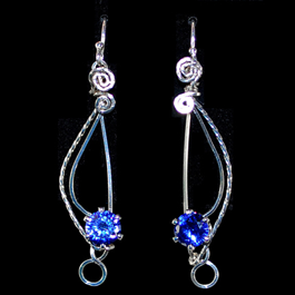 Mint Spring's Sparkling Treble Clef Earrings, Classic Wire Jewelry. Wire Wrapping, Wrapping, Wire Wrapping Jewelry. While playing around with a pair of snapset stones that I wanted to make into earrings, I came up with this open and elegant design that resembles a
