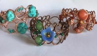 Karen Meador, Ph.D.'s Loopy Loo Graduated Wire Bracelet, Contemporary Wire Jewelry. Loops, Wire Loop, Wrapped Wire Loop, Spirals, Wire Spiral, Spiral Wire Wrap. This modern bracelet is easy to make and even easier to embellish with your favorite beads.