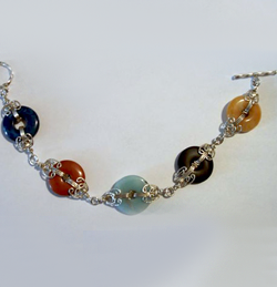 Jill Gentry's Bite Size Bagel Bracelet, Classic Wire Jewelry. Loops, Wire Loop, Wrapped Wire Loop, Wire Wrapping, Wrapping, Wire Wrapping Jewelry. I am not sure where this idea came from.