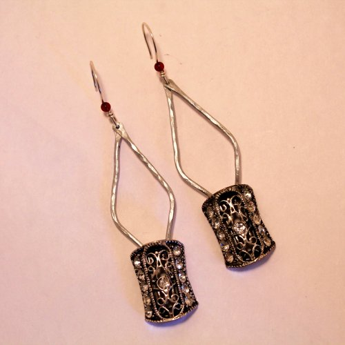 Judy Freyer Thompson's Elegant Earrings Take 2, Contemporary Wire Jewelry. Filing, Finishing, Forging, Forging Jewelry, Jewelry Forging, Drilling, Drill. This earring design is the perfect frame for 2-hole beads.