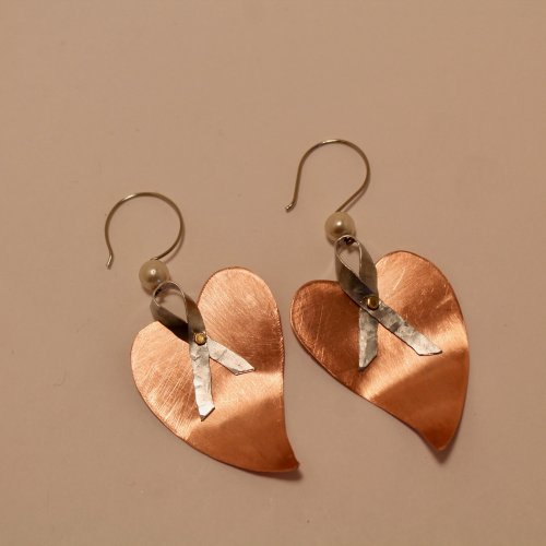 Judy Freyer Thompson's Ribbon Heart Earrings, Contemporary Wire Jewelry. Forging, Forging Jewelry, Jewelry Forging, How To Punch Holes, Hole Punching, Punch A Hole, Riveting, Riveting Techniques, Wire Rivets, Drilling, Drill. Thinking along the same lines as making ribbon wire using a pasta machine, now try your hammer at making some ribbon wire with a flat face chasing hammer on a steel bench block.
