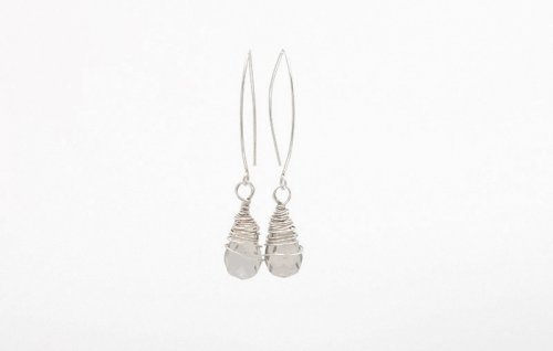 Kylie Jones's Messy Wrap Briolette Earrings, Contemporary Wire Jewelry. Wire Wrapping, Wrapping, Wire Wrapping Jewelry. Here's a way to make simple briolette bead into some special earrings.