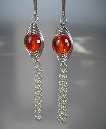Sonja Kiser's Tassel Earrings, Contemporary Wire Jewelry. Wire Wrapping, Wrapping, Wire Wrapping Jewelry. The herringbone design has been around for some time.