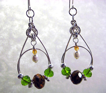 Sonja Kiser's Sky Twirls Earrings, Contemporary Wire Jewelry. Wire Wrapping, Wrapping, Wire Wrapping Jewelry. A uniquely different earring design that is created by using a combination of round wire, rondelle beads and jump rings.