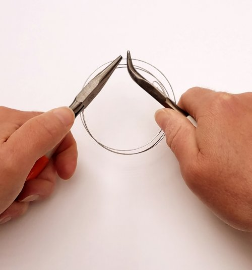 Debbie Blair's Tips for Cutting Memory Wire - , General Education, Tools, bend to break the wire