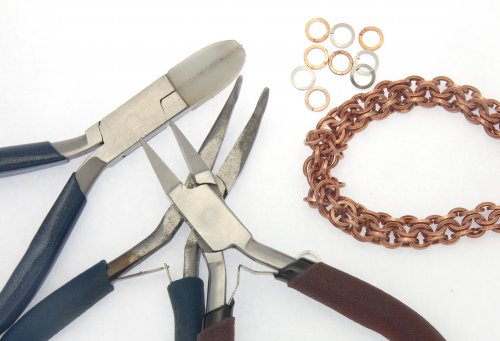 Opening and Closing Square Wire Rings in Chain Maille.