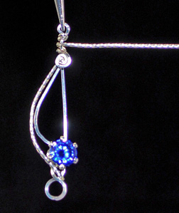 Fancy S Clasp - a Free Wire Jewelry Pattern by Mint Spring for