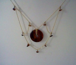 Tiger eye donut chain necklace