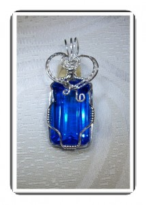 Joan Madouse wrapped this faceted emerald-cut blue tanzanite quartz stone (20.8 carats) in silver filled wire