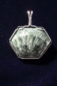 Seraphinite cabochon by Darryl Heiden; wire wrapped in sterling silver by Delores Heiden