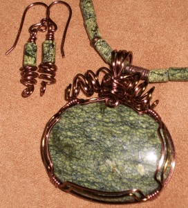 Shawnea Hardesty created this Serpentine jewelry set - serpentine earrings and a serpentine pendant - for her mother.
