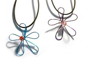 Free Wire Jewelry Pattern: Simple Flower Pendant by Jill Gentry